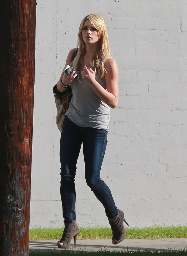 Ashley Greene Out and About à LA