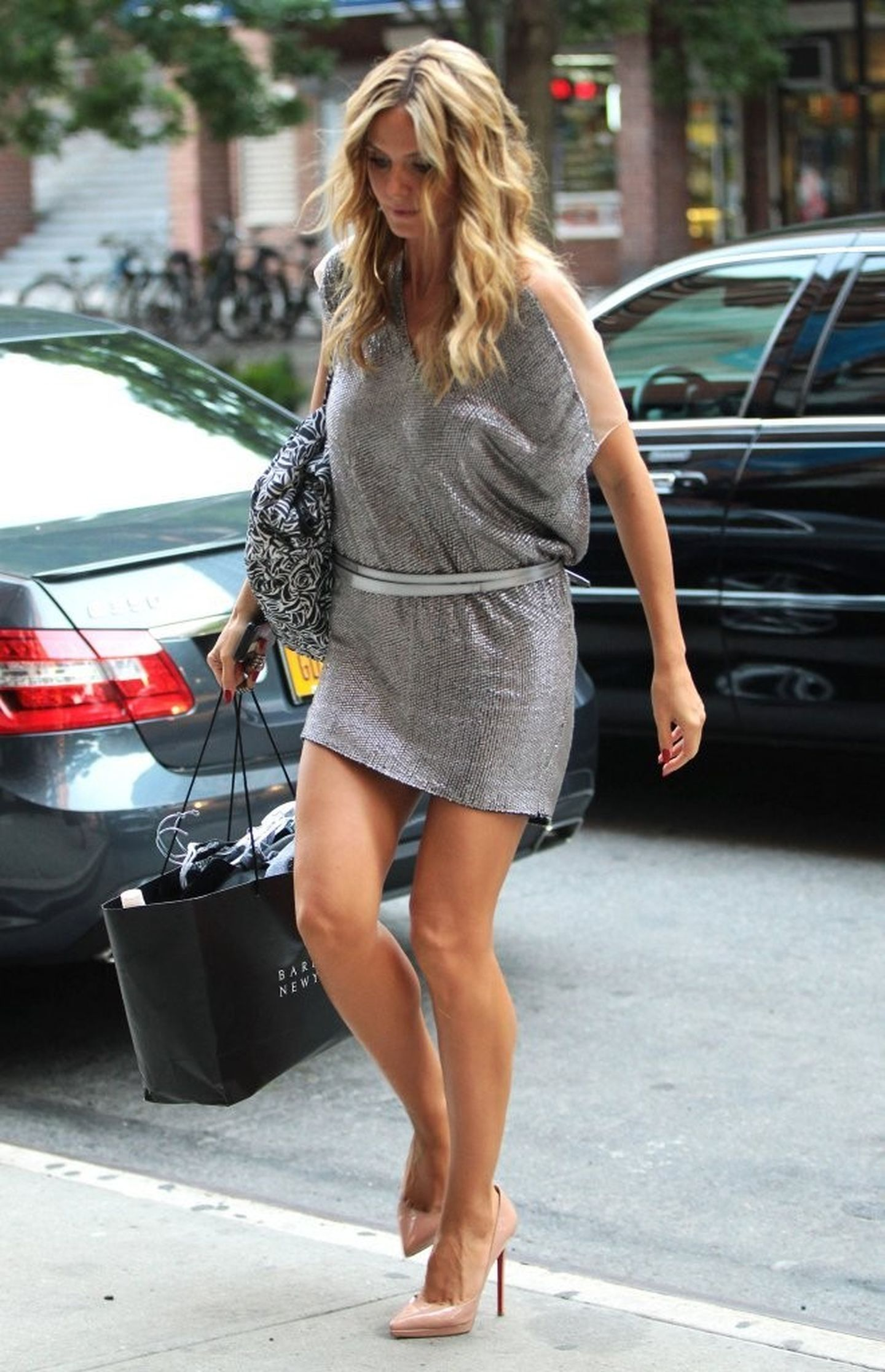 Heidi Klum Leggy, Out and About à New York