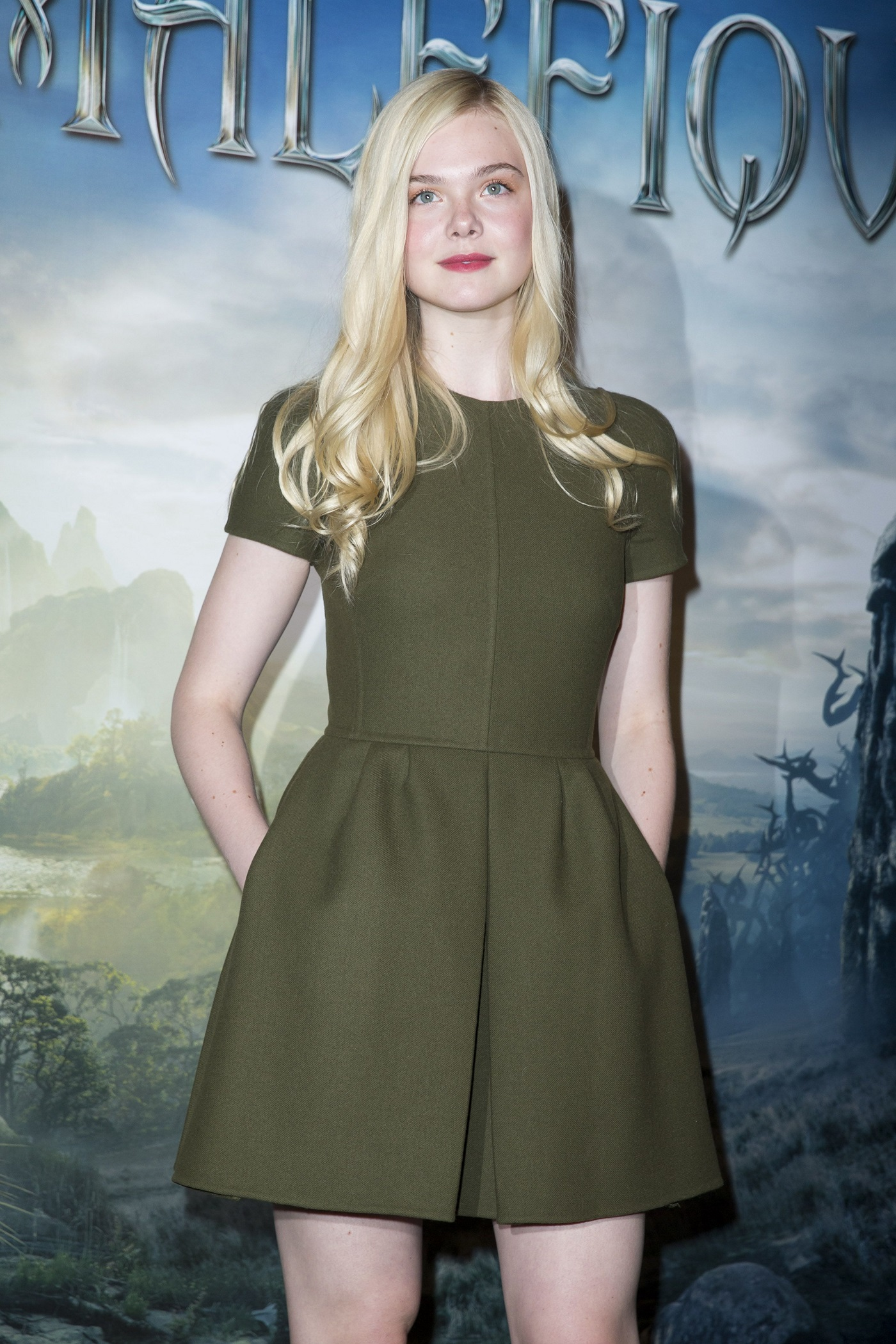 Elle Fanning and Angelina Jolie at 'Maleficent' Photocall à Paris