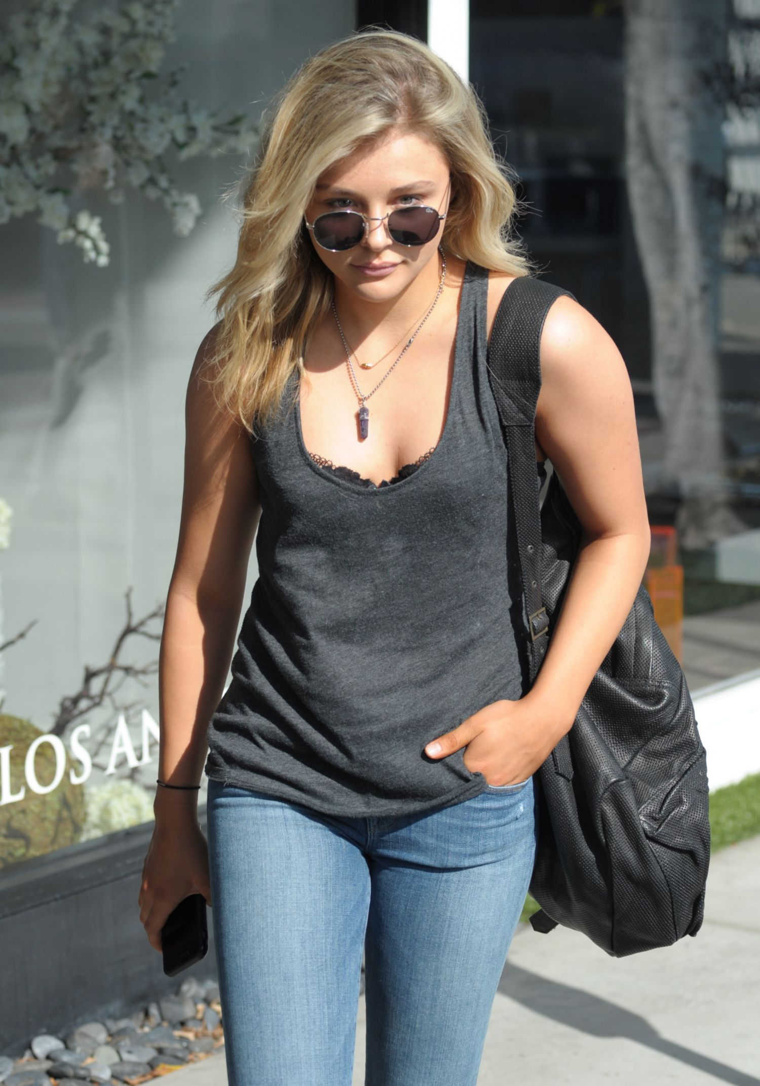 Chloe Moretz Out and About à West Hollywood